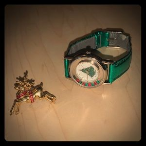 🎁Avon Reindeer Pin & 🎄Watch